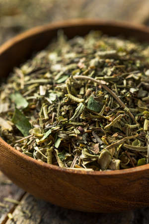 Dry Green Organic Bouquet Garni Herbs in a Bowl Banque d'images