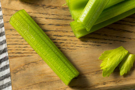 Organic Green Cut Celery Sticks Ready to Eat Banque d'images