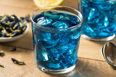 Organic Refreshing Butterfly Pea Tea with Ice and Lemon