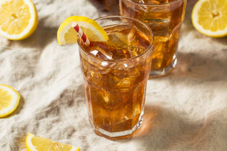 Sweet Refreshing Cold Iced Tea with Lemon Zdjęcie Seryjne