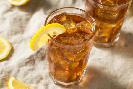 Sweet Refreshing Cold Iced Tea with Lemon Stockfoto