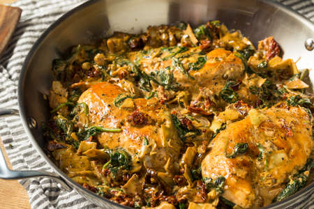 Homemade Creamy Italian Tuscan Chicken with Spinach and Pasta Banco de Imagens