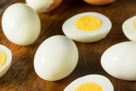 Organic Cage Free Hard Boiled Eggs Ready to Eat Banque d'images