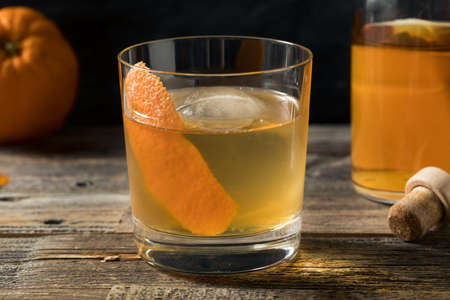 Boozy Batch Old Fashioned Cocktail with Bourbon and Bitters Banque d'images