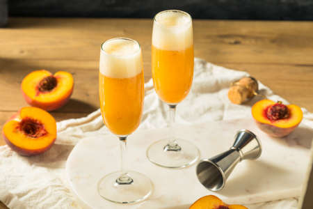Refreshing Boozy Peach Bellini Cocktail with Prosecco