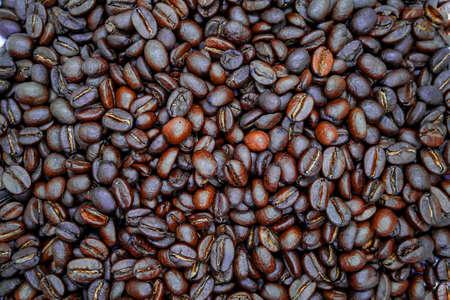 Many brown roasted coffee beans background 版權商用圖片