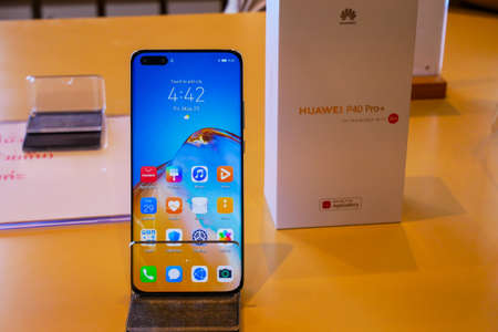 Bangkok, Thailand - JUNE 4, 2020: HUAWEI P40 Pro+ has been unveiled in Thailand, an Android-based high end smartphone produced by Huawei, it is supported 5G communication 新聞圖片
