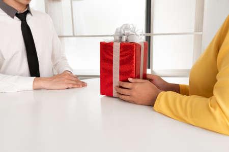 the woman sending a gift to boyfriend, Happy birthday concept. Zdjęcie Seryjne
