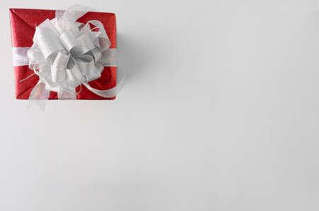 A giftbox on the white table, birthday, Christmas, Valentine day concept. Zdjęcie Seryjne