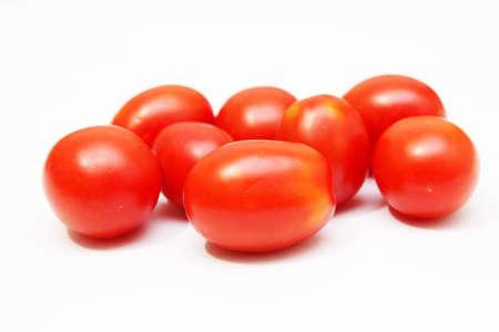 白い背景の上のトマト