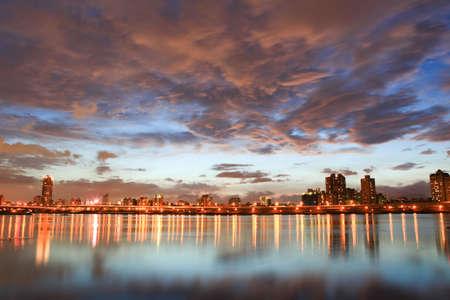 夜、台湾の台北でのスカイライン
