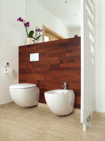 en suite: Luxury bathroom with exotic wood and travertine