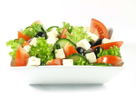 Close-up van de Griekse salade op geïsoleerde salade