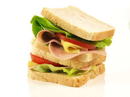 jamon y queso: Sandwich con verduras frescas, queso y jamón