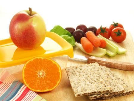 Préparation repas avec des légumes et fruits frais
