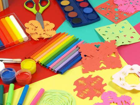 Color de la locura en la mesa de los niños para el trabajo Foto de archivo