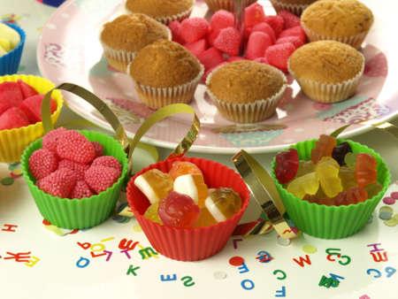 kinder: Caramelle colorate per i bambini sul partito kinder Archivio Fotografico