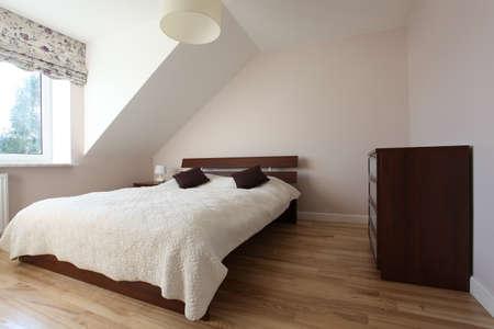chambre � coucher: Chambre �l�gante et confortable dans la maison moderne
