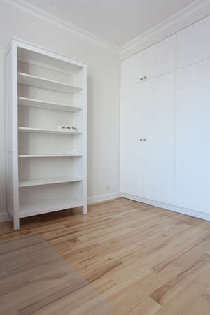 Removal - spacious and empty white room  Stock Photo - 22309642