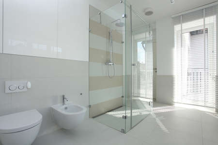 well equipped: Interior of spacious, bright and modern bathroom