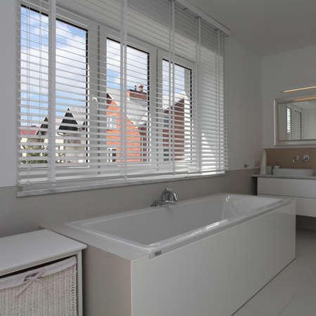 well equipped: Huge window in white modern bathroom