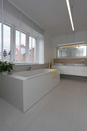 well equipped: Interior of a modern and bright bathroom Stock Photo