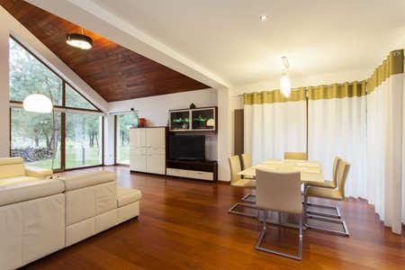 decorando: Sala de estar conectado con el comedor de casa moderna