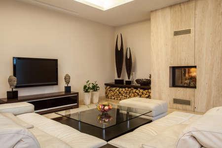 travertine house: Travertino casa creativas soluciones para el interior de su casa