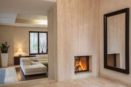 travertine house: Travertino casa: vest�bulo con enorme espejo Foto de archivo