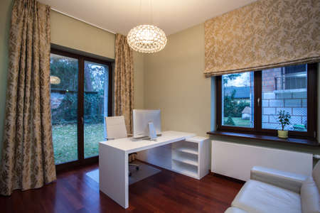 travertine house: Travertino casa - oficina moderna casa interior