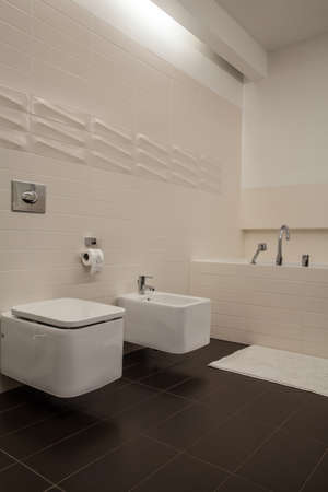 Travertine house - vertical view of the bathroom photo