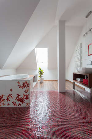 ruby house: Ruby house - Original modern bathroom interior with red floor