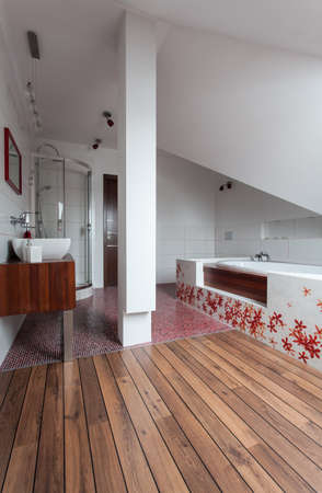 ruby house: Ruby house - Interior of wooden and ceramic modern bathroom