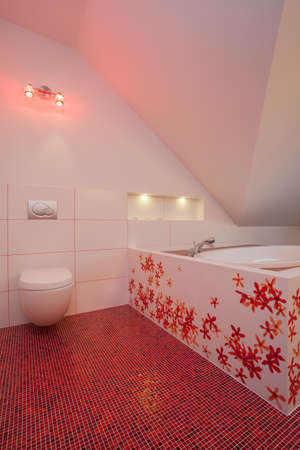 well equipped: Ruby house - Toilet and bath, red and white bathroom