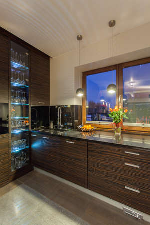 ruby house: Ruby house - modern and new kitchen, highlight kitchen cabinet