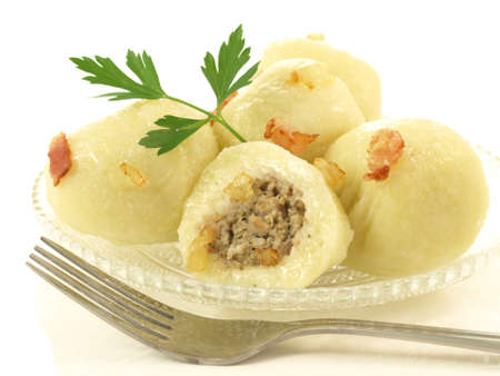 chicharrones: Alb�ndigas de carne con chicharrones y el perejil, aislado