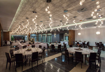 spacious: Woodland hotel - Spacious restaurant room with lights