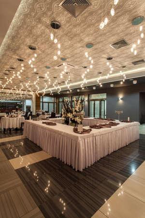 wedding table setting: Woodland hotel - Restaurant table in rectangular shape Stock Photo