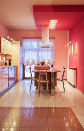 amaranth: Amaranth house - Kitchen in sweet pink color