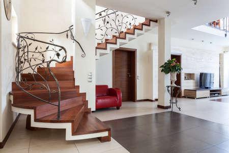 escaleras de madera elegante casa interior sala de estar con escalera clsica