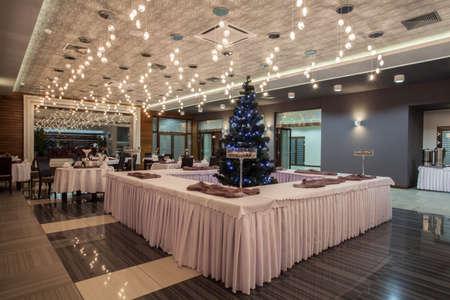 Hotel Woodland - habitación Restaurante en el hotel moderno