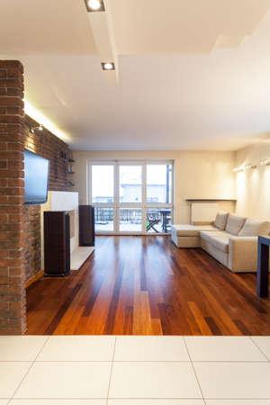 sala de estar: Amplio apartamento - sala de estar brillante y contempor�nea