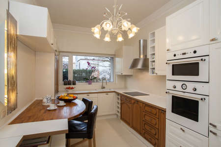 cloudy home: Cloudy home - White kitchen with wooden shelves and table