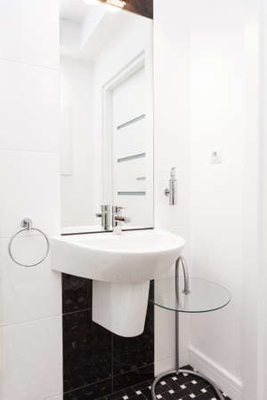 Vibrant cottage - White ceramic sink in a bathroom Stock Photo - 18732433