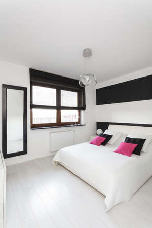 vibrant cottage: Vibrant cottage - Modern bedroom with white and black colors Stock Photo