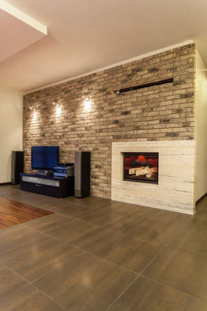 ruby house: Ruby house - tv and loudspeakers in modern living room