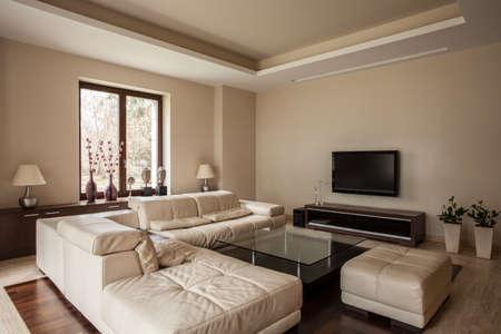 travertine house: Travertino casa: Sof� suave y c�modo en la sala de