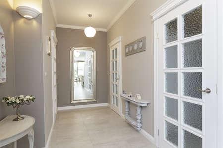 couloirs: Toscane - couloir gris avec grand miroir