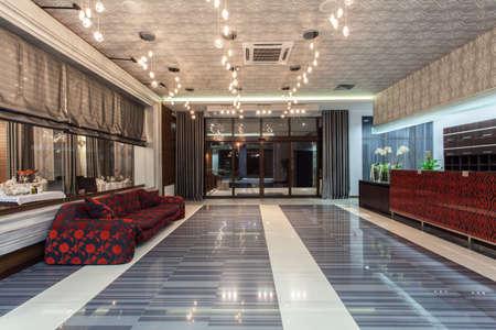 vestibulos: Woodland Hotel - entrada principal, sala de lujo y sof�
