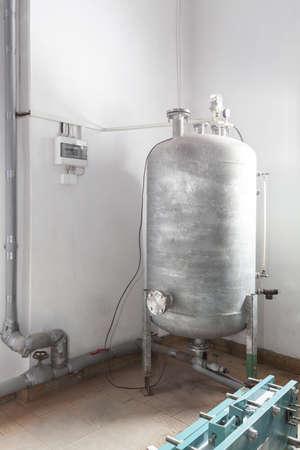 拡大: 冷たいストア内銀膨張タンク